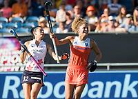 BREDA - Maria Verschoor (Ned) heeft de stand op 4-1 gebracht,   tijdens de finale  Nederland-Japan van de 4 Nations Trophy dames 2018 . links Hazuki Yuda (Japan) COPYRIGHT KOEN SUYK