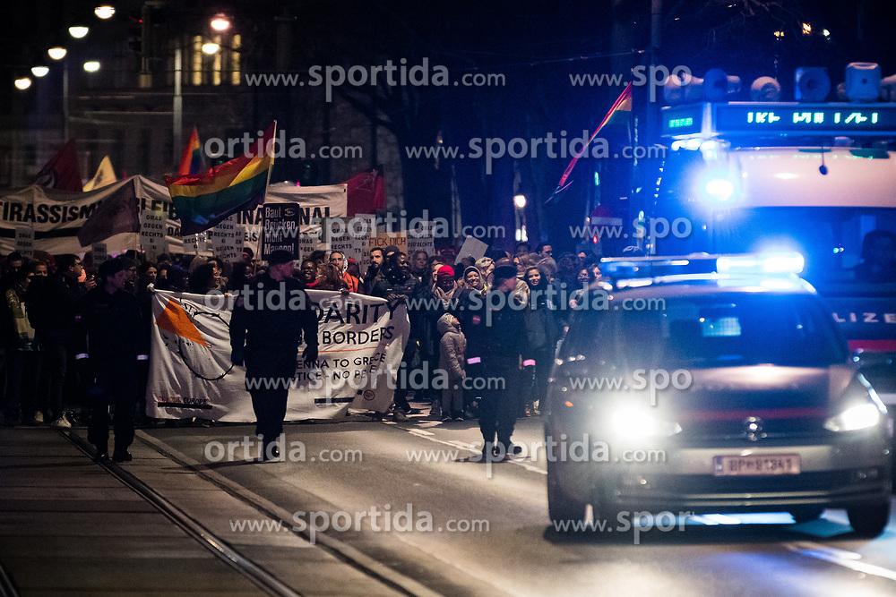 """06.03.2020, Innenstadt, Wien, AUT, Demonstration Reporter ohne Grenzen (ROG), Bewegung """"Rosa Antifa Wien"""", Asyl in Not """"Transnationale Solidarität gegen Rassismus und Krieg"""", im Bild Demonstranten am Ring// demonstration Reporters Without Borders, """"Rosa Antifa Wien"""" movement, asylum in need """"Transnational Solidarity Against Racism and War"""" at the inner city in Vienna, Austria on 2020/03/06. EXPA Pictures © 2020, PhotoCredit: EXPA/ Florian Schroetter"""