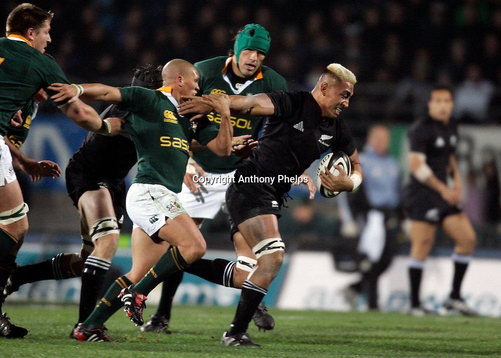 The All Blacks Jerry Collins on the charge during the Tri Nations rugby test match against South Africa at Carisbrook in Dunedin, New Zealand on Saturday 27 August, 2005.  The All Blacks won 31-27.   Photo : Anthony Phelps/PHOTOSPORT