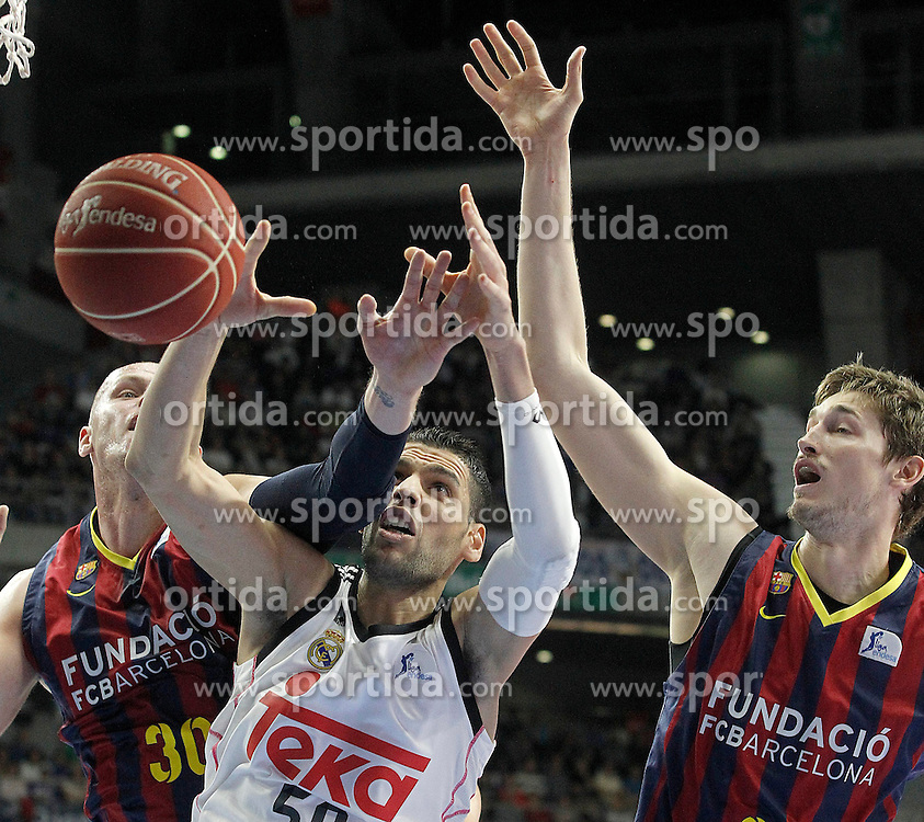 12.04.2015, Palacio de los Deportes, Madrid, ESP, Liga ACB, Real Madrid vs FC Barcelona, im Bild Real Madrid's Salah Mejri (c) and FC Barcelona's Maciej Lampe (l) and Tibor Pleiss // during Liga Endesa ACB match between Real Madrid and FC Barcelona at the Palacio de los Deportes in Madrid, Spain on 2015/04/12. EXPA Pictures &copy; 2015, PhotoCredit: EXPA/ Alterphotos/ Acero<br /> <br /> *****ATTENTION - OUT of ESP, SUI*****
