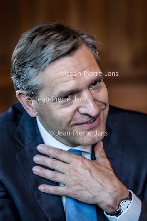 Nederland, Den Haag, 1 juni 2016.<br /> Sybrand van Haersma Buma (1965) is sinds 12 oktober 2010 fractievoorzitter van het CDA in de Tweede Kamer. Hij is sinds 23 mei 2002 Tweede Kamerlid.<br /> <br /> Sybrand van Haersma Buma ( born 30 July 1965) is a Dutch politician of the Christian Democratic Appeal (CDA).<br /> He is the Parliamentary leader of the Christian Democratic Appeal in the House of Representatives since 14 October 2010 and has been a Member of the House of Representatives since 23 May 2002. Van Haersma Buma has been the Leader of the Christian Democratic Appeal since 30 June 2012. <br /> <br /> <br /> Foto: Jean-Pierre Jans