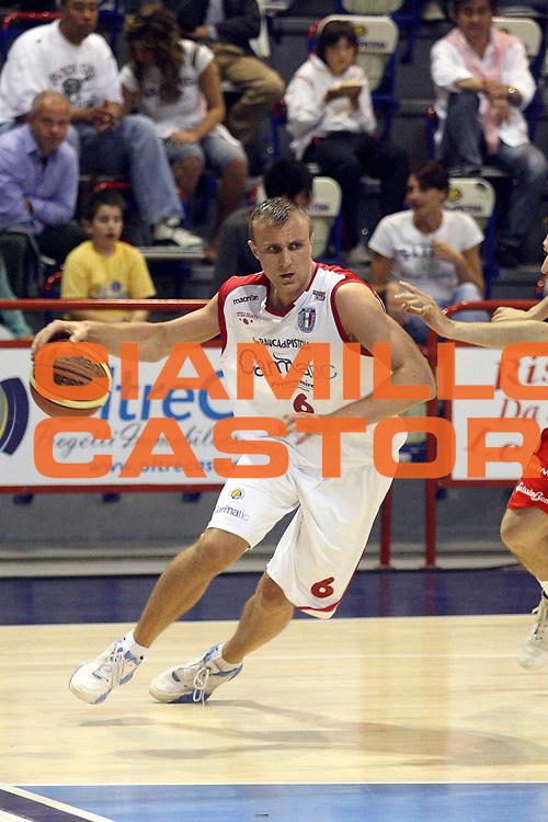DESCRIZIONE : Pistoia Playoff Gara 4 Lega A2 2007-08 Carmatic Pistoia Trenkwalder Reggio Emilia<br /> GIOCATORE : Porzingis Janis<br /> SQUADRA : Carmatic Pistoia<br /> EVENTO : Playoff Campionato Lega A2 2007-2008<br /> GARA : Carmatic Pistoia Trenkwalder Reggio Emilia<br /> DATA : 11/05/2008<br /> CATEGORIA : Palleggio<br /> SPORT : Pallacanestro<br /> AUTORE : Agenzia Ciamillo-Castoria/Stefano D'Errico