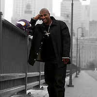 Minnesota Vikings Quarterback Daunte Culpepper poses for a portrait on the Stone Arch bridge in Minneapolis, Minnesota on May 12, 2003.