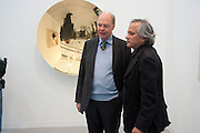 NICHOLAS LOGSDAIL; ANISH KAPOOR  IN FRONT OF HIS WORK AT THE LISSON, Opening of Frieze 2009. Regent's Park. London. 14 October 2009 *** Local Caption *** -DO NOT ARCHIVE-&copy; Copyright Photograph by Dafydd Jones. 248 Clapham Rd. London SW9 0PZ. Tel 0207 820 0771. www.dafjones.com.<br /> NICHOLAS LOGSDAIL; ANISH KAPOOR  IN FRONT OF HIS WORK AT THE LISSON, Opening of Frieze 2009. Regent's Park. London. 14 October 2009