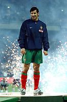 Fotball<br /> Treningskamp - Privatlandskamp<br /> 17.02.2004<br /> Portugal v England<br /> Foto: Fotosports/Digitalsport<br /> NORWAY ONLY<br /> <br /> LUIS FIGO (PORTUGAL) IS HONOURED AFTER 100TH GAME FOR PORTUGAL