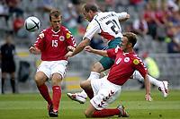 Fotball Braga, EM, Euro 2004, 18. juni 2004, Danmark - Bulgaria, <br /> Dennis Rommedahl og Daniel Jensen stopper Zoran Jankovic, Bulgaria