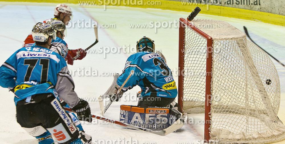 28.1.2011, Stadthalle, Klagenfurt, AUT, EBEL, EC KAC vs EHC LIWEST BLACK WINGS LINZ, im Bild BW LINZ WESTLUND #32, LEAHY #71, KAC SCOFIELD #10 , EXPA Pictures © 2011, PhotoCredit: EXPA/ G. Steinthaler