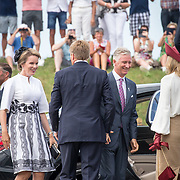 NLD/Terneuzen/20190831 - Start viering 75 jaar vrijheid, Koning Willem Alexander en Koningin Maxima begroeten Koning Filip en Koningin Mathilde van België