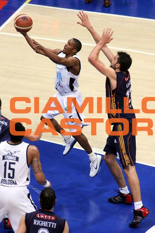 DESCRIZIONE : Bologna Lega A1 2006-07 Climamio Fortitudo Bologna Lottomatica Virtus Roma <br /> GIOCATORE : Edney <br /> SQUADRA : Climamio Fortitudo Bologna <br /> EVENTO : Campionato Lega A1 2006-2007 <br /> GARA : Climamio Fortitudo Bologna Lottomatica Virtus Roma <br /> DATA : 09/12/2006 <br /> CATEGORIA : Tiro <br /> SPORT : Pallacanestro <br /> AUTORE : Agenzia Ciamillo-Castoria/G.Ciamillo <br /> Galleria : Lega Basket A1 2006-2007 <br /> Fotonotizia : Bologna Campionato Italiano Lega A1 2006-2007 Climamio Fortitudo Bologna Lottomatica Virtus Roma <br /> Predefinita : si