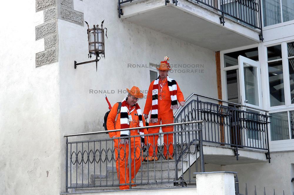 13-01-2007 SCHAATSEN: EUROPESE KAMPIOENSCHAPPEN: COLLALBO ITALIE <br /> Oranje publiek , supporters , toeschouwers<br /> ©2007-WWW.FOTOHOOGENDOORN.NL