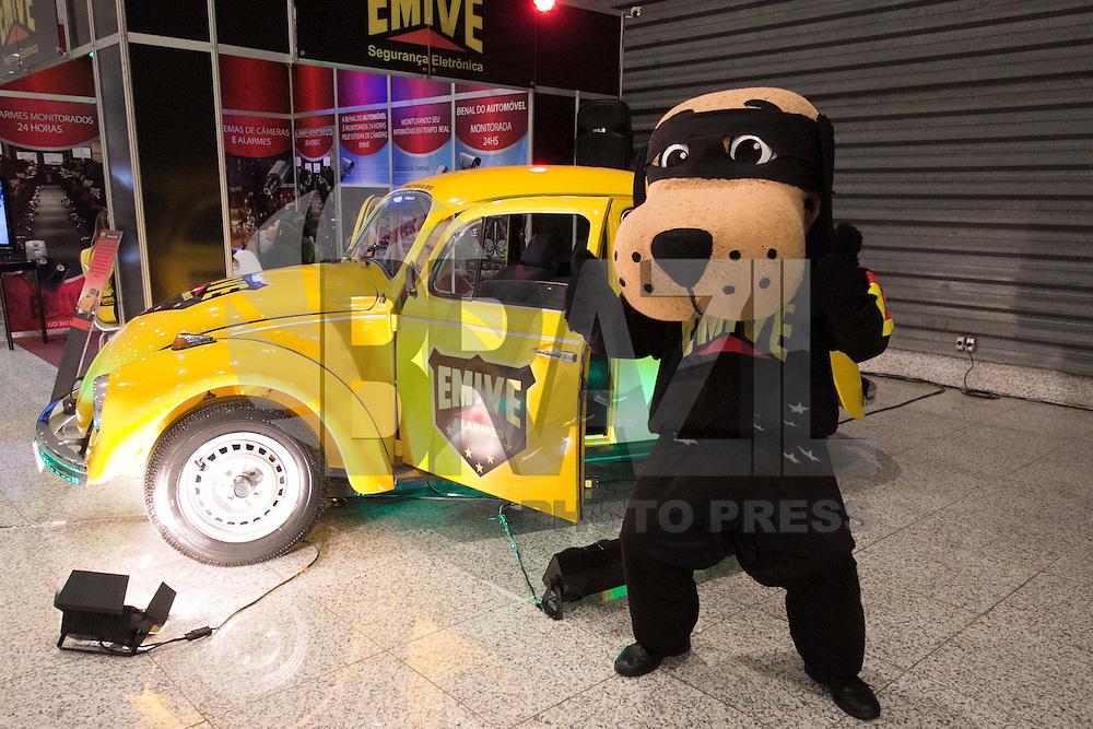 BELO HORIZONTE, MG, 20.11.2013 – BIENAL DO AUTOMÓVEL 2013 – Exposição de veículos na Bienal do Automóvel 2013 no Centro de Convenções e Eventos Expominas, na noite desta quarta (20) (Foto: Marcos Fialho / Brazil Photo Press)
