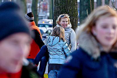 NLD/Laren/20081228 - Anita Witzier en haar kinderen op de schaatsbaan in Laren