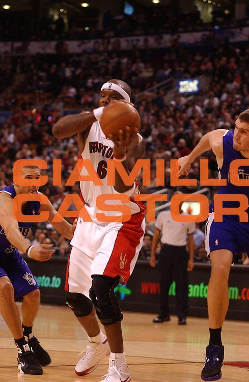 DESCRIZIONE : Toronto Campionato NBA 2008-2009 Toronto Raptors Sacramento Kings<br /> GIOCATORE : Jermaine O'Neal<br /> SQUADRA : Toronto Raptors Sacramento Kings<br /> EVENTO : Campionato NBA 2008-2009 <br /> GARA : Toronto Raptors Sacramento Kings<br /> DATA : 25/01/2009<br /> CATEGORIA :<br /> SPORT : Pallacanestro <br /> AUTORE : Agenzia Ciamillo-Castoria/V.Keslassy<br /> Galleria : NBA 2008-2009<br /> Fotonotizia : Toronto Campionato NBA 2008-2009 Toronto Raptors Sacramento Kings<br /> Predefinita :
