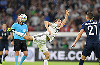 FUSSBALL UEFA Nations League in Muenchen Deutschland - Frankreich       06.09.2018 Thomas Mueller (li, Deutschland) gegen Lucas Hernandez (re, Frankreich) --- DFB regulations prohibit any use of photographs as image sequences and/or quasi-video. ---
