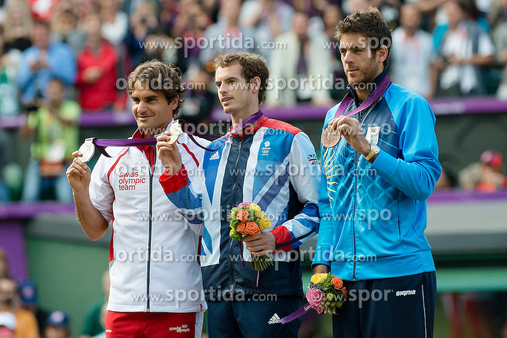 05.08.2012, Wimbledon, London, GBR, Olympia 2012, Tennis, Herren Finale, im Bild Roger Federer (L,SUI), Andy Murray (GBR) und Juan Martin Del Potro (ARG) an der Siegerehrung // during Tennis Mens Final, at the 2012 Summer Olympics at Wimbledon, London, United Kingdom on 2012/08/05. EXPA Pictures © 2012, PhotoCredit: EXPA/ Freshfocus/ Valeriano Di Domenico..***** ATTENTION - for AUT, SLO, CRO, SRB, BIH only *****