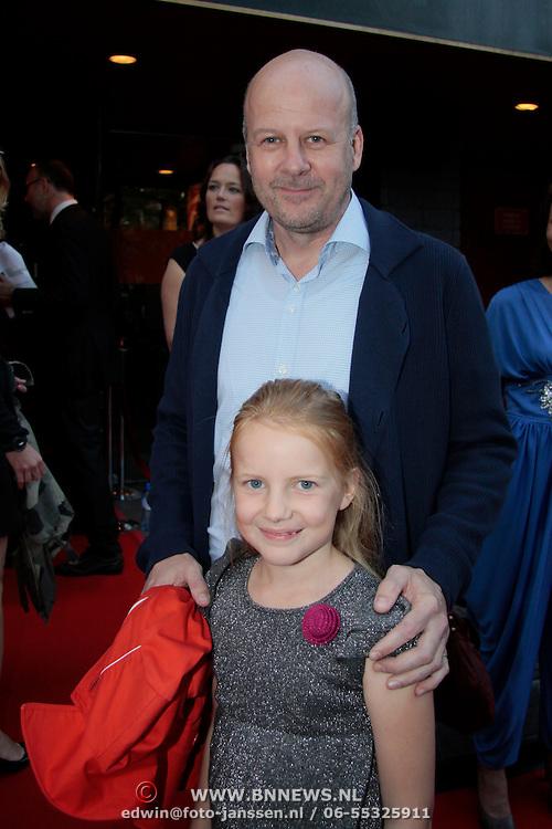 NLD/Utrecht/20110927 - 31 ste NFF-Uitreiking Lezen en Schrijven Film Awards door Prinses Laurentien, Diederik van Vleuten met zijn dochter