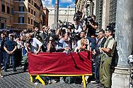 Roma 2 Ottobre 2013<br /> Cameraman , fotoreporter e giornalisti  fuori dal Senato<br /> Cameramen, photographers and reporters outside the Senate