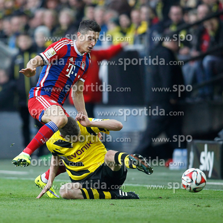 04.04.2015, Signal Iduna Park, Dortmund, GER, 1. FBL, Borussia Dortmund vs FC Bayern Muenchen, 27. Runde, im Bild Robert Lewandowski (FC Bayern Muenchen #9) im Zweikampf gegen Sven Bender (Borussia Dortmund #6) // during the German Bundesliga 27th round match between Borussia Dortmund and FC Bayern Muenchen at the Signal Iduna Park in Dortmund, Germany on 2015/04/04. EXPA Pictures &copy; 2015, PhotoCredit: EXPA/ Eibner-Pressefoto/ Schueler<br /> <br /> *****ATTENTION - OUT of GER*****