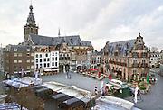 Nederland, Nijmegen, 19-11-2016Grote Markt, Stevenskerk, Waaggebouw, markt. Foto: Flip Franssen