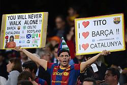 FUSSBALL   INTERNATIONAL   CHAMPIONS LEAGUE   2012/2013      FC Barcelona - Celtic FC Glasgow       23.10.2012 Barca Fan mit Plakaten