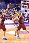 DESCRIZIONE : Venezia Lega A 2014-15 Semifinale Gara 7 Umana Venezia - Grissin Bon Reggio Emilia  <br /> GIOCATORE : Jeff Viaggiano Benjiamin Ortner <br /> CATEGORIA : mani difesa<br /> SQUADRA : Umana Venezia<br /> EVENTO : Campionato Lega A 2014-2015 <br /> GARA : Semifinale Gara 7 Umana Venezia - Grissin Bon Reggio Emilia <br /> DATA : 11/06/2015<br /> SPORT : Pallacanestro <br /> AUTORE : Agenzia Ciamillo-Castoria/GiulioCiamillo<br /> Galleria : Lega Basket A 2014-2015  <br /> Fotonotizia : Venezia Lega A 2014-15 Semifinale Gara 7 Umana Venezia - Grissin Bon Reggio Emilia