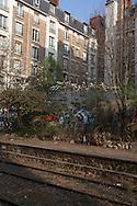 Paris 12th district, the petite ceinture, the former train line / la petite ceinture, l'ancienne voie de chemin de fer qui faisait le tour de Paris. dans le 12 em arrondissement