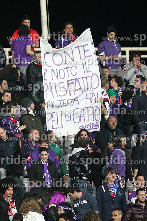 17.03.2012, Stadion Artemio Franchi, Florenz, ITA, Serie A, AC Florenz vs Juventus Turin, 28. Spieltag, im Bild Fiorentina Fans mit einem Banner gegen Trainer Juventus Antonio Conte // during the football match of Italian 'Serie A' league, 28th round, between AC Florenz and Juventus Turin at Stadium Artemio Franchi, Florence, Italy on 2012/03/17. EXPA Pictures © 2012, PhotoCredit: EXPA/ Insidefoto/ Luca Pagliaricci..***** ATTENTION - for AUT, SLO, CRO, SRB, SUI and SWE only *****