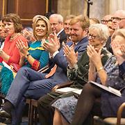 NLD/Amsterdam/20191128 - Koning Willem-Alexander reikt Erasmusprijs 2019 uit, Koning Willem Alexander, Koningin Maxima en Amerikaanse componist en dirigent John Adams