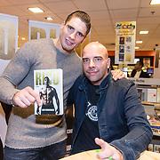 NLD/Amsterdam/20171222 - Signeersessie Rico Verhoeven en Leon Verdonschot, Rico Verhoeven met Leon Verdonschot en het door hem geschreven boek
