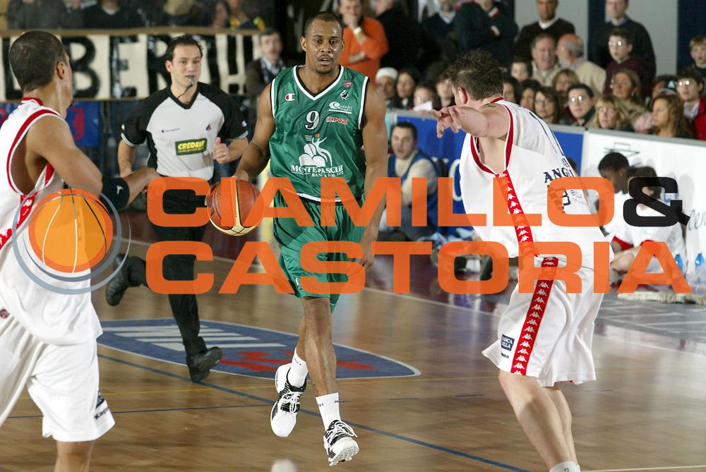DESCRIZIONE : Biella Lega A1 2005-06 Angelico Biella Montepaschi Siena <br />GIOCATORE : Thomas<br />SQUADRA : Montepaschi Siena<br />EVENTO : Campionato Lega A1 2005-2006<br />GARA : Angelico Biella Montepaschi Siena<br />DATA : 05/02/2006<br />CATEGORIA : Palleggio<br />SPORT : Pallacanestro<br />AUTORE : Agenzia Ciamillo-Castoria/S.Ceretti