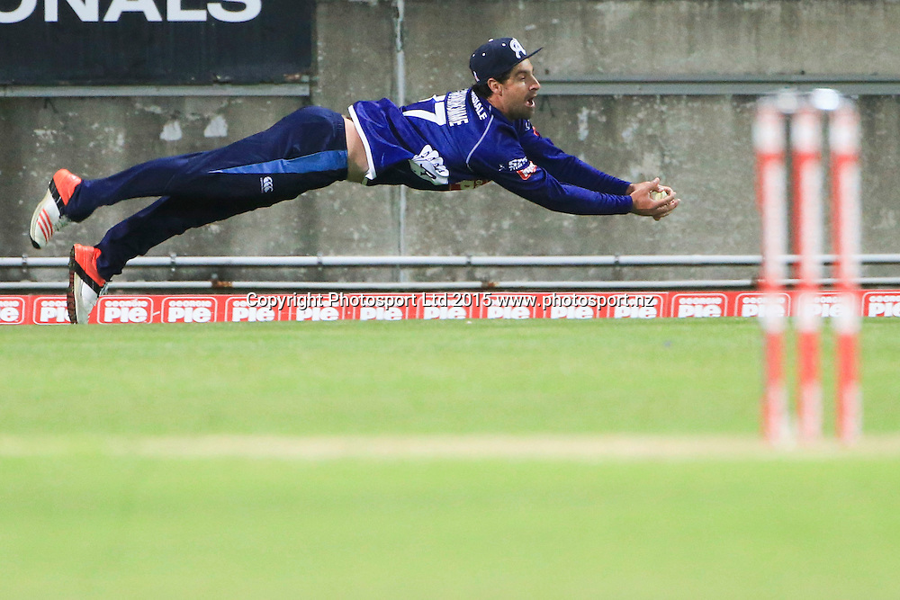 Ace's Colin de Grandhomme takes a catch on the boundary. Georgie Pie Super Smash final, Otago Volts v Auckland Aces, Yarrow Stadium, New Plymouth, New Zealand. Sunday 13 December 2015. Copyright Photo: John Cowpland / www.photosport.nz