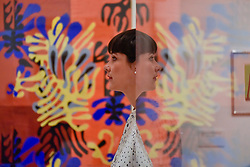 "© Licensed to London News Pictures. 01/08/2017. London, UK. A staff member is reflected against """"Mimosa"", 1949-51. Preview of ""Matisse in the Studio"", at the Royal Academy of Arts, Piccadilly, the first exhibition to consider how the personal collection of treasured objects of Henri Matisse were both subject matter and inspiration for his work.  Around 35 objects are displayed alongside 65 of Matisse's paintings, sculptures, drawings, prints and cut-outs.  The exhibition runs 5 August to 12 November 2017.  Photo credit : Stephen Chung/LNP"