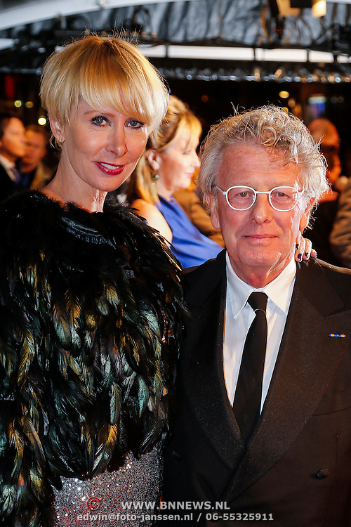 NLD/Amsterdam/20130109 - Filmpremiere Les Misarables, Jan des Bouvrie en partner Monique des Bouvrie