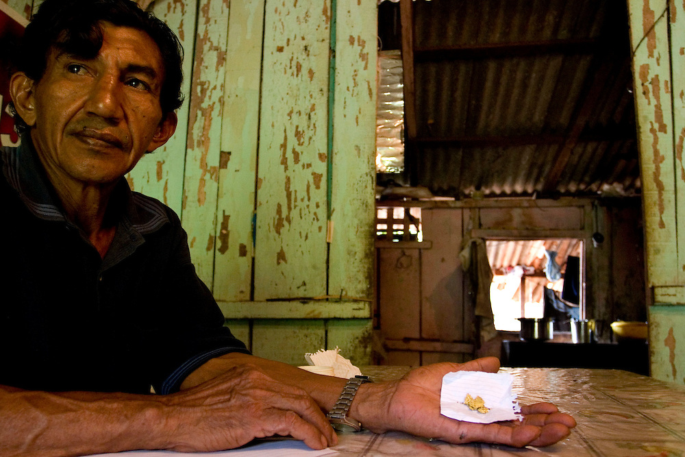 Serra Pelada, November, 11 _ 2006....Jose Mariano, Indio, with 7 golden grams that remained of the more 1000 kilos he found in Serra Pelada.....Picture: Bruno Magalhaes / Agencia Nitro..