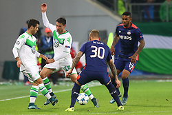 21.10.2015, Volkswagen Arena, Wolfsburg, GER, UEFA CL, VfL Wolfsburg vs PSV Eindhoven, Gruppe B, im Bild Kampf um den Ball (v.l.n.r.): Vieirinha (#8, VfL Wolfsburg), Christian Traesch (#15, VfL Wolfsburg), Jordy de Wijs (#30, PSV Eindhoven) und Juergen Locadia (#19, PSV Eindhoven) // during UEFA Champions League group B match between VfL Wolfsburg and PSV Eindhoven at the Volkswagen Arena in Wolfsburg, Germany on 2015/10/21. EXPA Pictures © 2015, PhotoCredit: EXPA/ Eibner-Pressefoto/ Hundt<br /> <br /> *****ATTENTION - OUT of GER*****