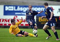 Fotball, 13. mai 2003, NM fotball herrer, Strømsgodset-Bærum,  Lars Granaas, Strømsgodset, mot Andreas Haugen, Bærum