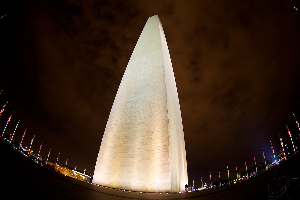 The imposing yet simple Washington monument, eloquently marking the halfway point on the National Mall