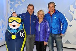 10.12.2013, Olympiahalle, Muenchen, GER, ARD und ZDF Olympia in Sochi, im Bild vl Markus Othmer (Paralympics-Moderator ARD/BR), Verena Bentele (TV-Experte ARD/BR), Gerd Schoenfelder (TV-Experte ARD/BR) bei der ARD/ZDF Olympia-PressekonferenzARD, ZDF werden, enger Zusammenarbeit von den XXII Olympischen Winterspielen vom 7 2 -23 2  2014, Sotschi mit einem vielfaeltigen Live-Angebot berichten. EXPA Pictures © 2013, PhotoCredit: EXPA/ Eibner-Pressefoto/ Stuetzle<br /> <br /> *****ATTENTION - OUT of GER*****