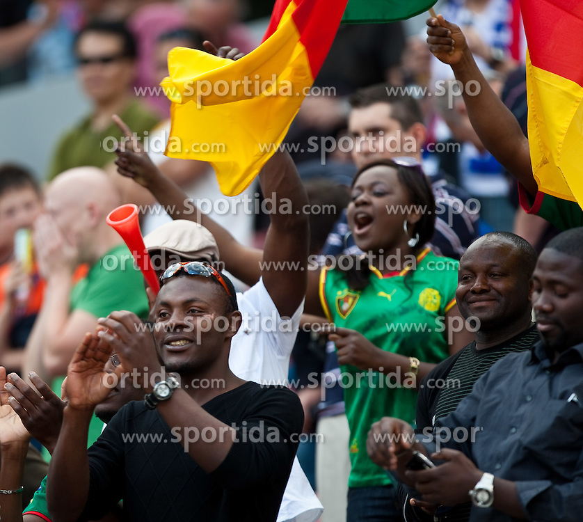 29.05.2010, Hypo Group Arena, Klagenfurt, AUT, FIFA Worldcup Vorbereitung, Kamerun vs Slowakei im Bild Kamerun Fans, EXPA Pictures © 2010, PhotoCredit: EXPA/ J. Feichter / SPORTIDA PHOTO AGENCY