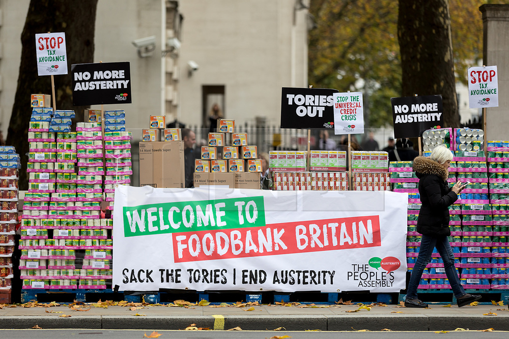 © Licensed to London News Pictures. 21/11/2017. London, UK. The People's Assembly hold a demonstration against food banks outside Downing Street. Photo credit : Tom Nicholson/LNP