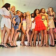 """NLD/Amsterdam/20080529 - Verkiezing Killerlegs on the catwalk """" Mooiste benen van Nederland 2008 """" , alle deelneemsters"""