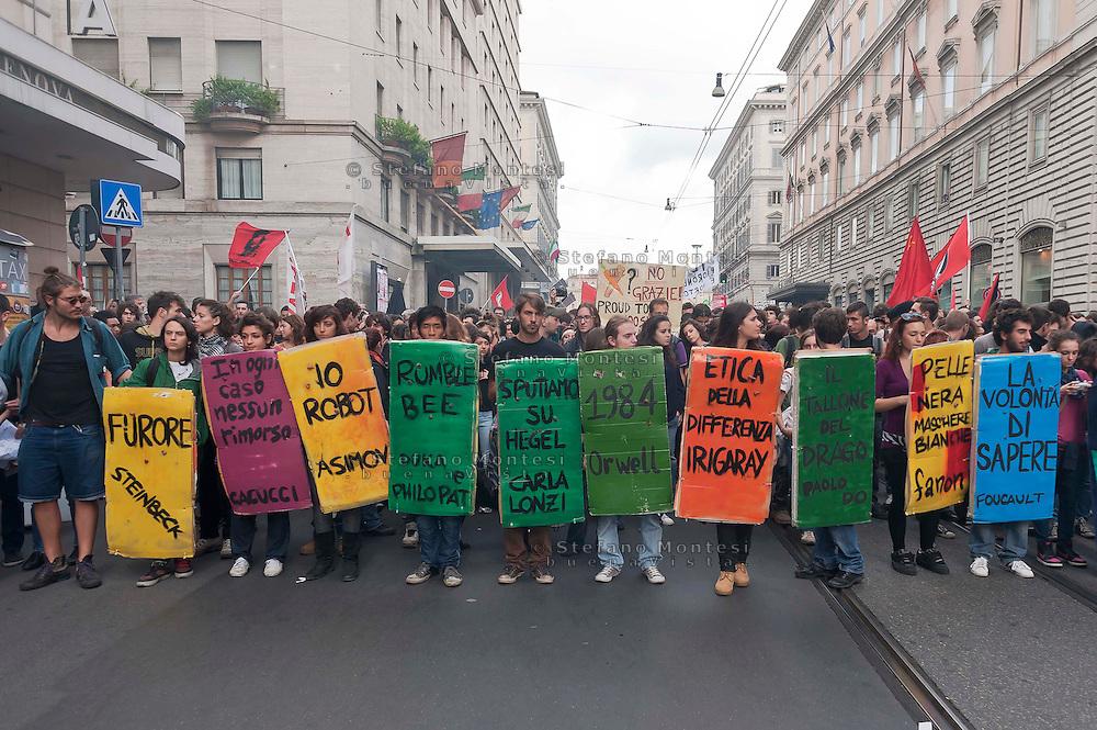 """Roma, 27 Ottobre 2012: .No Monti Day, manifestazione nazionale contro le politiche del  governo Monti..Book-Block .""""No Monti Day"""" protest in Rome against the austerity cuts of the Italian government."""