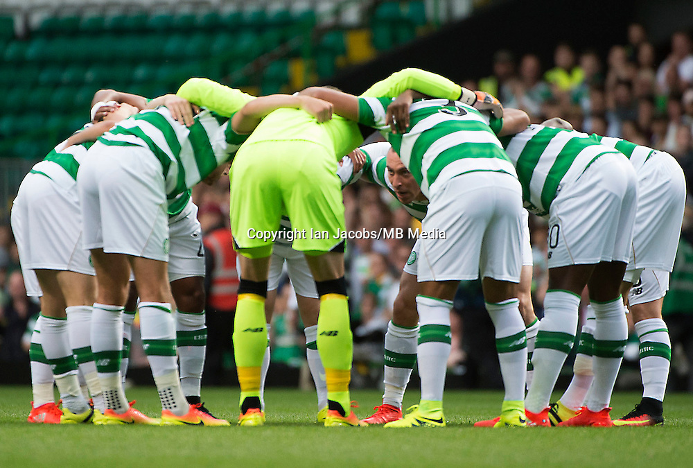 Football, International Champions Cup, Parkhead Stadium, Glasgow. Celtic v Leicester City. Leicester win 6-5 on penalties<br /> Pic shows: Celtic captain, Scott Brown, gives a last minute team talk in the huddle.