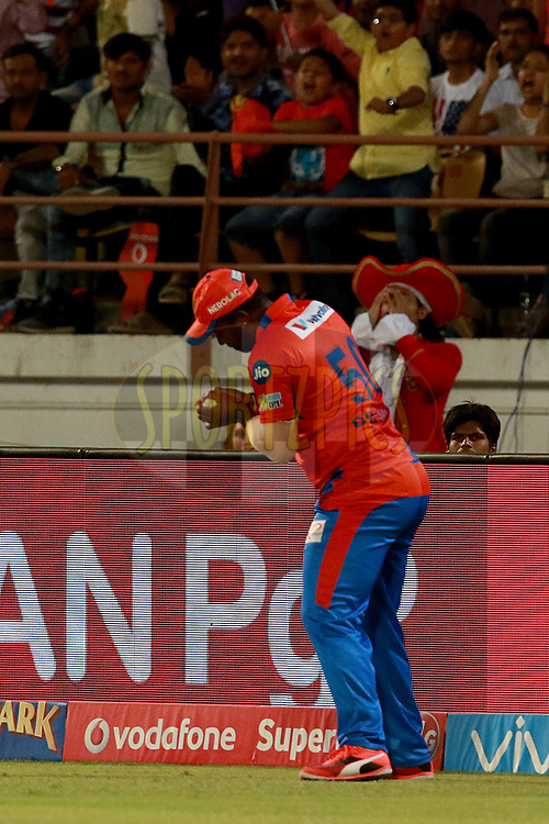 Dwayne Smith of GL takes a catch of Virat Kohli captain of RCB  during match 20 of the Vivo 2017 Indian Premier League between the Gujarat Lions and the Royal Challengers Bangalore  held at the Saurashtra Cricket Association Stadium in Rajkot, India on the 18th April 2017<br /> <br /> Photo by Rahul Gulati - Sportzpics - IPL