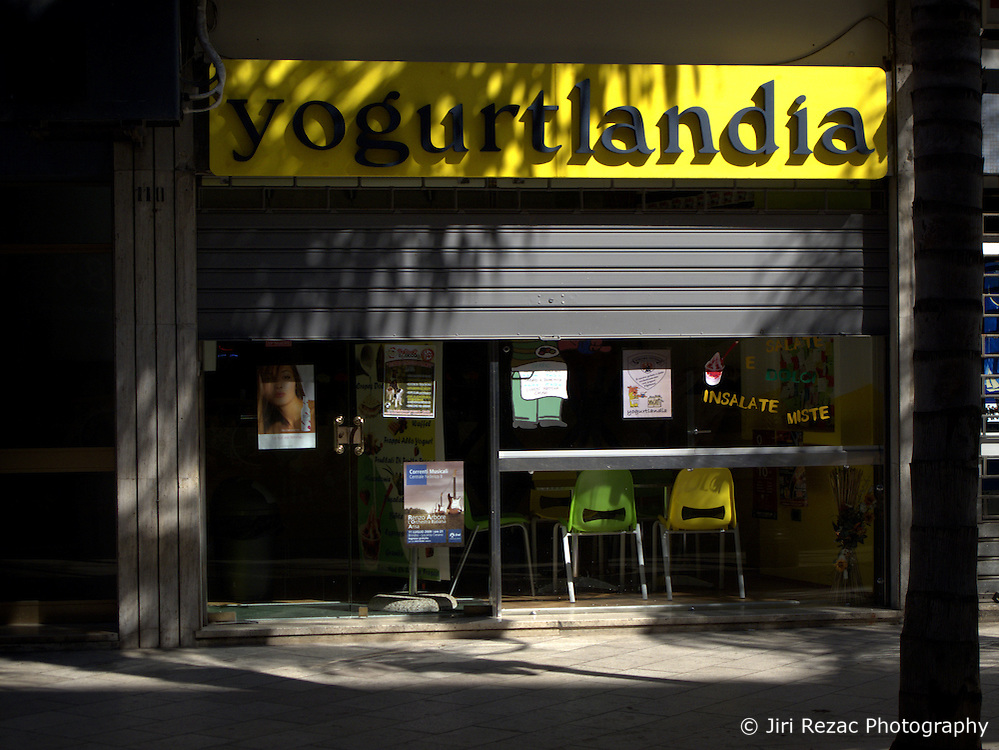 ITALY BRINDISI 11JUL09 - Yoghurtlandia shopfront in Brindisi city centre. ....jre/Photo by Jiri Rezac....© Jiri Rezac 2009