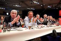 18 OCT 2008, BERLIN/GERMANY:<br /> Michael Sommer, Bundesvorsitzender des Deutsche Gewerkschaftsbundes, DGB, Frank Bsirske, Bundesvorsitzender der Dienstleistungdgewerkschaft ver.di, Hubertus Scholdt, Vorsitzender der Gewerkschaft IG Bergbau, Chemie, Energie, IG BCE (v.L.n.R.), applaudieren, ausserordentlicher Bundesparteitag der SPD, Estrell Convention-Center<br /> IMAGE: 20081018-01-114<br /> KEYWORDS: Party Congress, Parteitag, Sonderparteitag, klatschen, Applaus