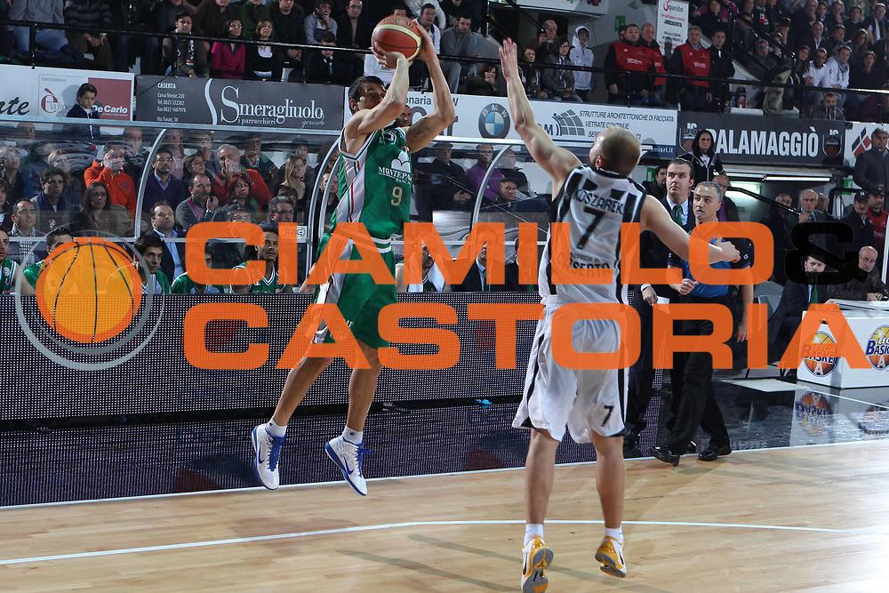 DESCRIZIONE : Caserta Lega A 2010-11 Pepsi Caserta Montepaschi Siena<br /> GIOCATORE : Marco Carraretto<br /> SQUADRA : Montepaschi Siena<br /> EVENTO : Campionato Lega A 2010-2011<br /> GARA : Pepsi Caserta Montepaschi Siena<br /> DATA : 20/02/2011<br /> CATEGORIA : tiro<br /> SPORT : Pallacanestro<br /> AUTORE : Agenzia Ciamillo-Castoria/ElioCastoria<br /> Galleria : Lega Basket A 2010-2011<br /> Fotonotizia : Caserta Lega A 2010-11 Pepsi Caserta Montepaschi Siena<br /> Predefinita :