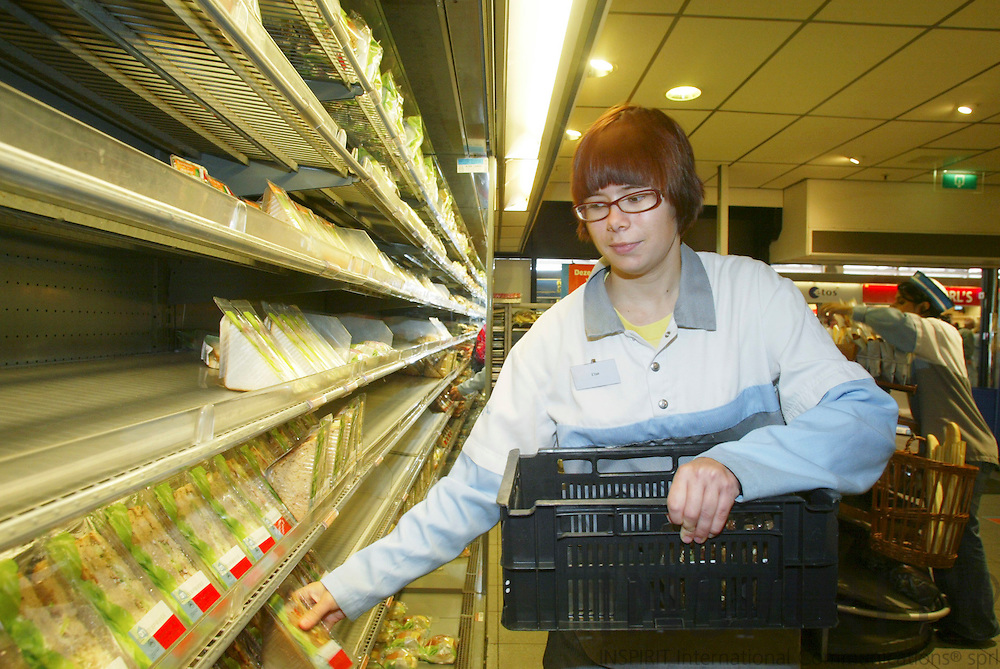 HAGUE - NETHERLANDS - 22 AUGUST 2006 -- Else SNEL got employment at the supermarket AH TO GO at Rotterdam Railway Station via the Youth Unemployment Task Force in Netherlands (Taskforce Jeugdwerkloosheid). Here busy filling the shelfs up with sandwiches. PHOTO: ERIK LUNTANG /
