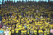 DESCRIZIONE : Cremona Lega A 2015-2016 Vanoli Cremona Umana Reyer Venezia Quarti Finale PlayOff Gara1<br /> GIOCATORE : Tifosi Supporters<br /> SQUADRA : Vanoli Cremona<br /> EVENTO : Campionato Lega A 2015-2016<br /> GARA : Vanoli Cremona Umana Reyer Venezia Quarti Finale PlayOff Gara1<br /> DATA : 08/05/2016<br /> CATEGORIA : Tifosi Supporters<br /> SPORT : Pallacanestro<br /> AUTORE : Agenzia Ciamillo-Castoria/F.Zovadelli<br /> GALLERIA : Lega Basket A 2015-2016<br /> FOTONOTIZIA : Cremona Campionato Italiano Lega A 2015-16 Quarti Finale PlayOff Gara1 Vanoli Cremona Umana Reyer Venezia <br /> PREDEFINITA : <br /> F Zovadelli/Ciamillo