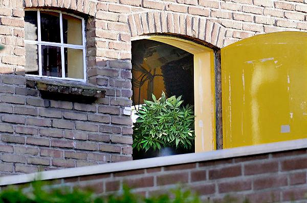 Nederland, Leuth, 13-5-2014In dit dorp in de Ooijpolder wordt een wietplantage ontmanteld op de zolder van een verhuurde woning.Foto: Flip Franssen/Hollandse Hoogte